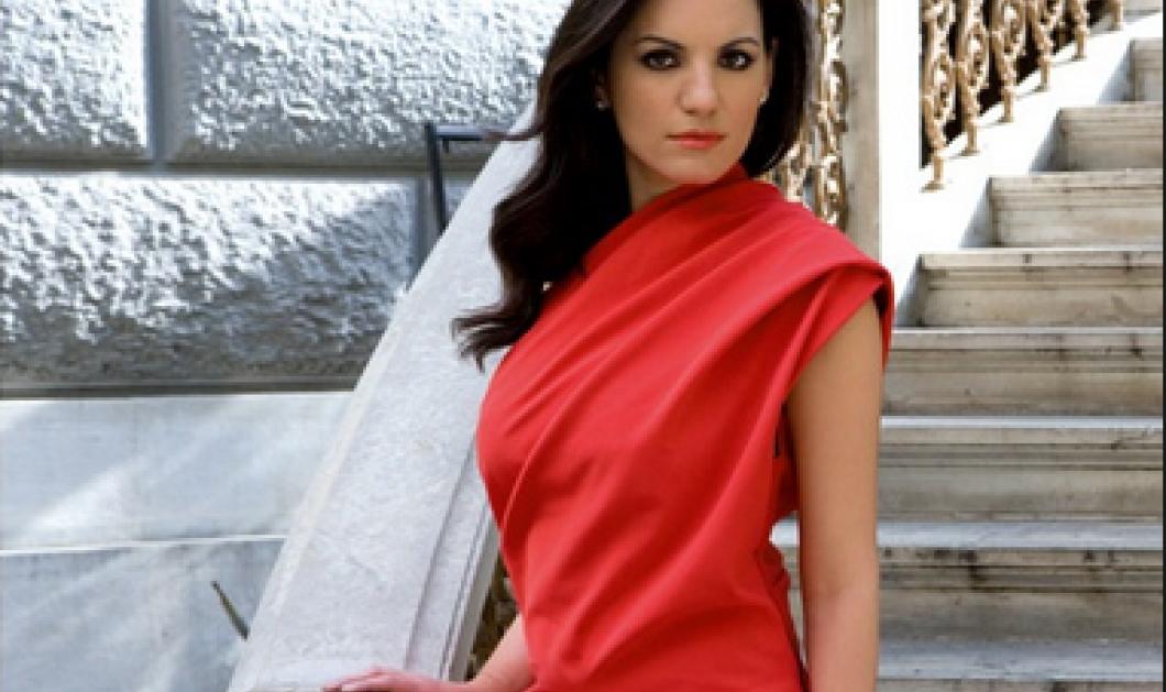 Η Όλγα Κεφαλογιάννη ποζάρει ως μοιραία Ελληνίδα με handmade τσάντα - Δείτε την!    - Κυρίως Φωτογραφία - Gallery - Video