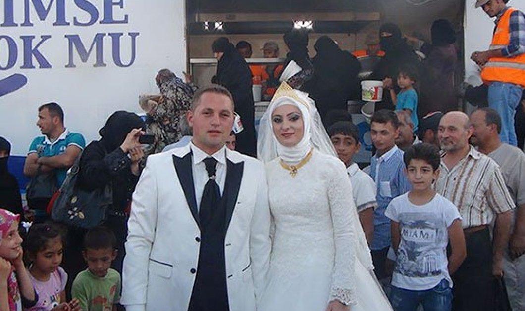 Story: Ζευγάρι Τούρκων ξόδεψε τα χρήματα του γάμου για να ταΐσει 4000 Σύρους πρόσφυγες   - Κυρίως Φωτογραφία - Gallery - Video