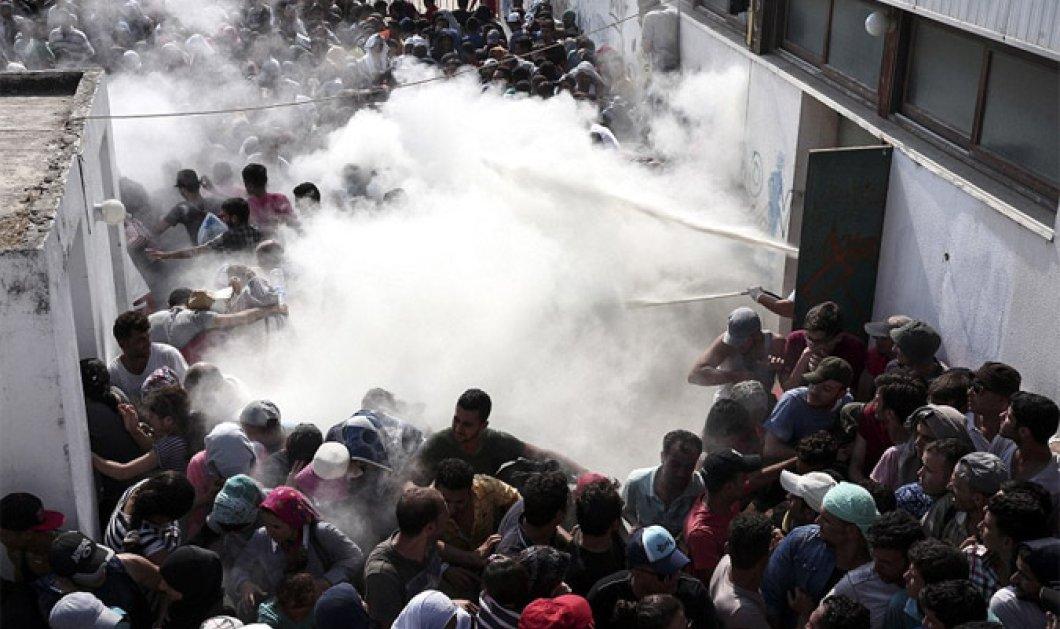 Έκρυθμη η κατάσταση στην Κω: Με πυροσβεστήρες & γκλομπ απωθούν τους μετανάστες - Έκλεισαν κεντρικό δρόμο - Κυρίως Φωτογραφία - Gallery - Video