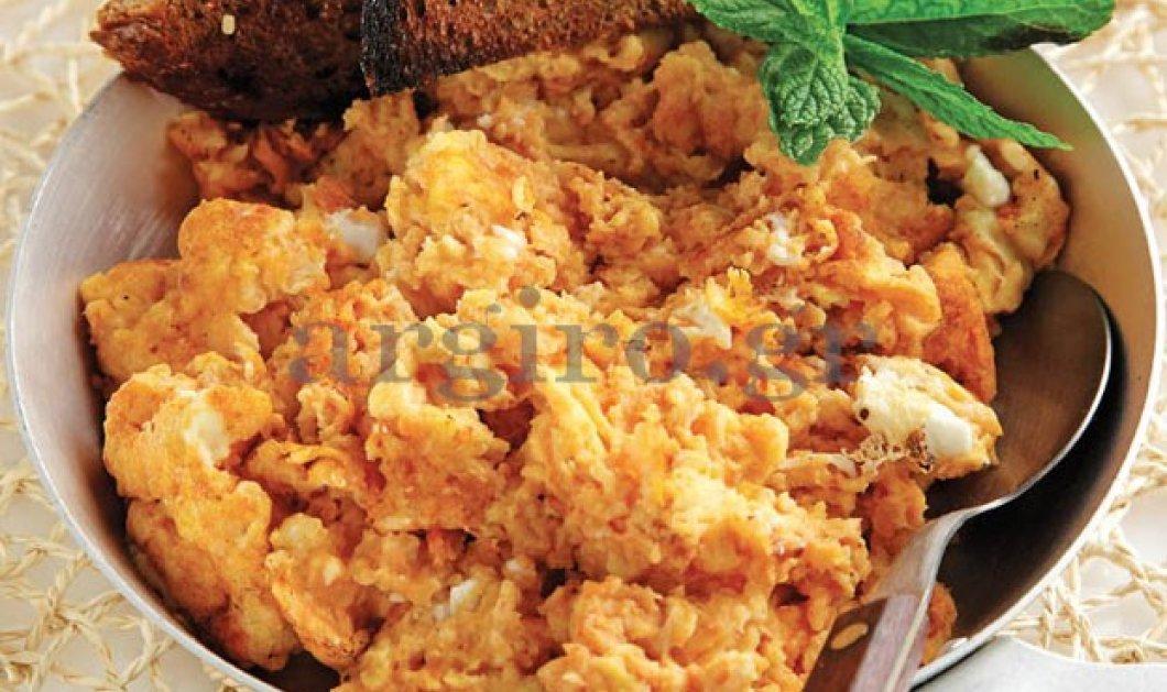 Η Αργυρώ φέρνει Κυκλαδίτικες γεύσεις στο τραπέζι μας: Κοσκοσέλα ή στραπατσάδα του λεπτού! - Κυρίως Φωτογραφία - Gallery - Video