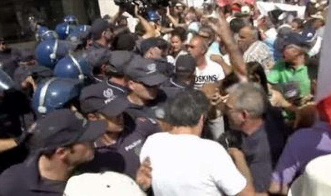 Βίντεο: 'Άγριο ξύλο μέσα σε πτωχευμένη πορτογαλική τράπεζα  - Κυρίως Φωτογραφία - Gallery - Video