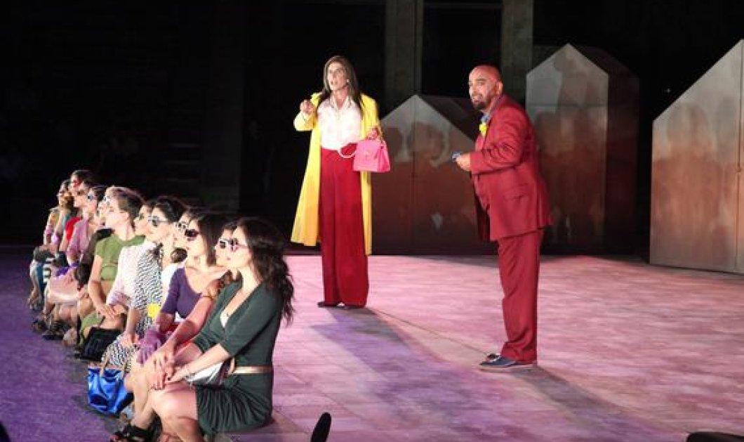 Ο Γιάννης Μπέζος έκλεψε την παράσταση ως Ζωή Κωνσταντοπούλου στις «Εκκλησιάζουσες» - Δεκάδες επωνύμων στην πρεμιέρα - Κυρίως Φωτογραφία - Gallery - Video