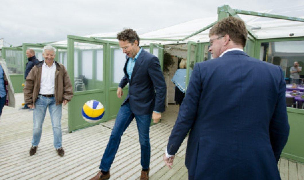 Τον έπιασαν στα πράσα! Ο Ντάϊσελμπλούμ παίζει μπάλα στην παραλία φορώντας το κουστούμι του!  - Κυρίως Φωτογραφία - Gallery - Video