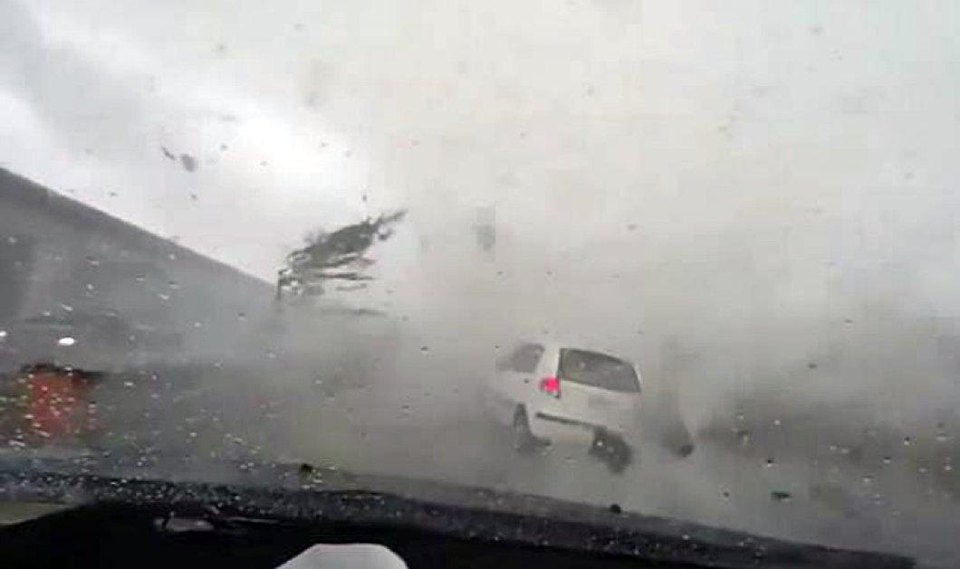 Βίντεο: Η στιγμή που ανεμοστρόβιλος «καταπίνει» αυτοκίνητο στην Ταϊβάν - Δεκάδες νεκροί από την κακοκαιρία - Κυρίως Φωτογραφία - Gallery - Video
