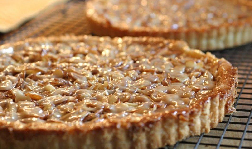 Μια τάρτα αμυγδάλου με γλυκό βύσσινο μούρλια - Έτοιμοι; - Κυρίως Φωτογραφία - Gallery - Video
