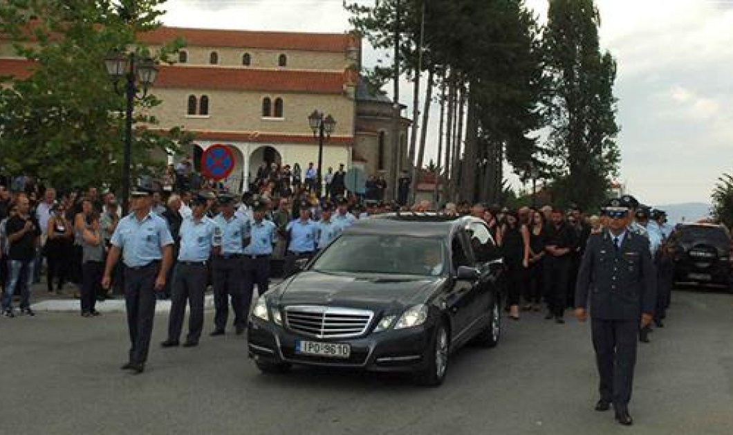 Βίντεο: Σε κλίμα βαθιάς οδύνης η κηδεία του 37χρονου ειδικού φρουρού   - Κυρίως Φωτογραφία - Gallery - Video