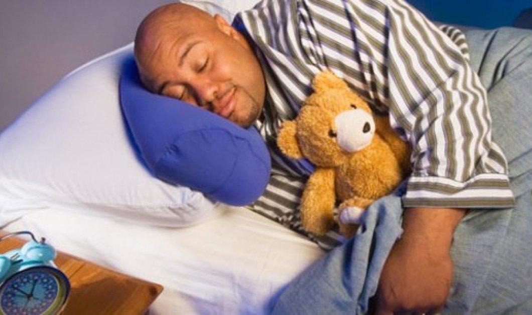 Κι όμως υπάρχουν άντρες που κοιμούνται με αρκουδάκια - Μια ατελείωτη παιδική ηλικία - Κυρίως Φωτογραφία - Gallery - Video