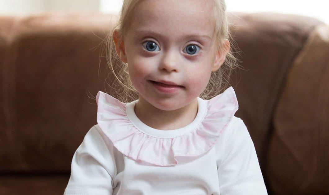 Απίστευτα γλυκό κοριτσάκι 2 ετών με σύνδρομο down υπογράφει συμβόλαιο για modelling      - Κυρίως Φωτογραφία - Gallery - Video