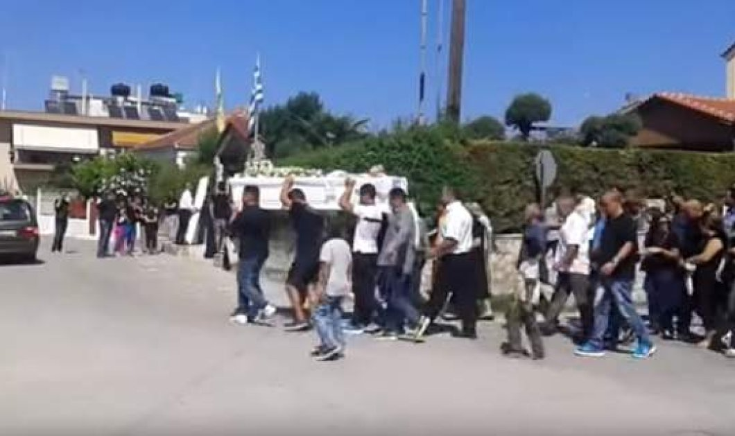 Βίντεο: Θρήνος στην κηδεία του 17χρονου που δολοφονήθηκε από 15χρονο φίλο του - Κυρίως Φωτογραφία - Gallery - Video