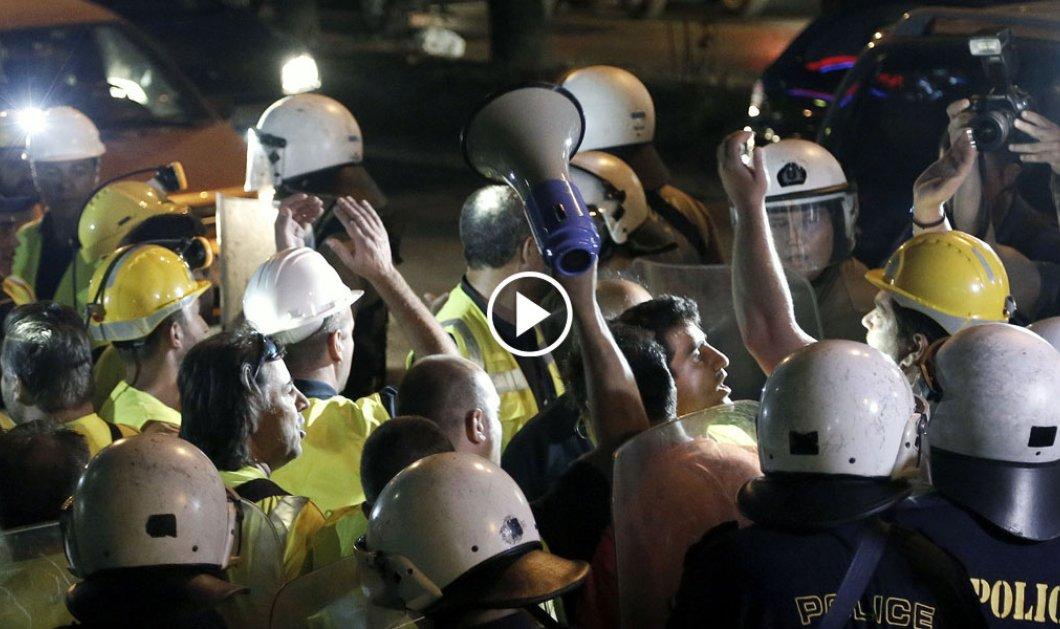 Σε αντιπαράθεση σώμα με σώμα ήρθαν ομάδα μεταλλωρύχων & άνδρες των ΜΑΤ μπροστά από την ΕΡΤ     - Κυρίως Φωτογραφία - Gallery - Video
