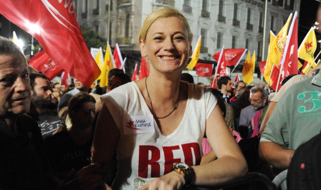 Η Ραχήλ Μακρή υποψήφια βουλευτής με τη ΛΑΕ έστρωσε «κόκκινο χαλί» και αποθέωσε τη Ζωή   - Κυρίως Φωτογραφία - Gallery - Video