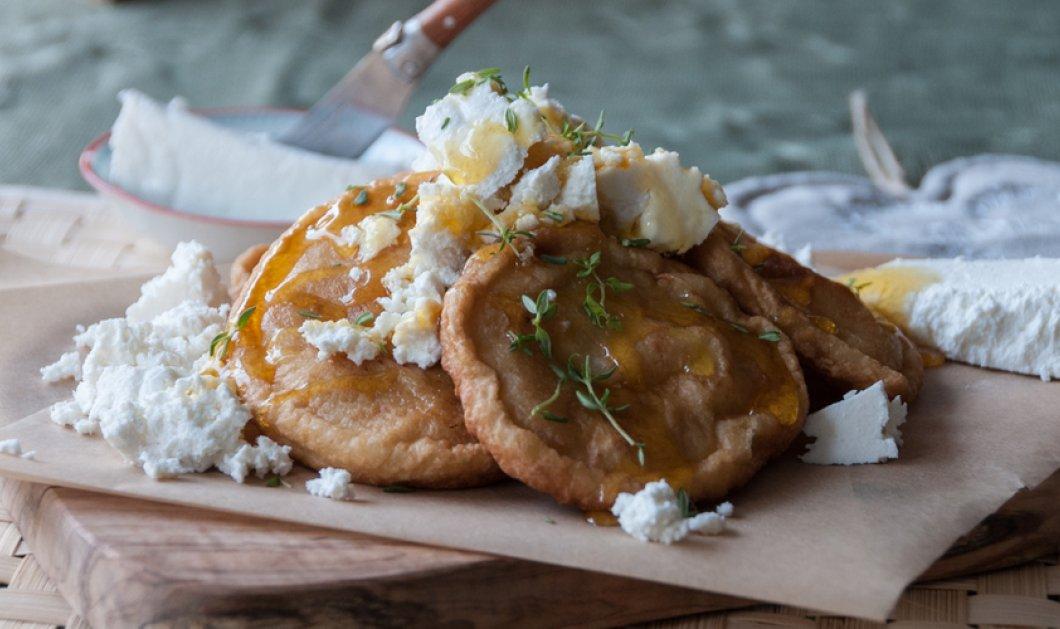 O Άκης μας φτιάχνει συγκλονιστικές τηγανίτες με ξινομυζήθρα & μέλι για να ξεκινήσει η Κυριακή μας με τον καλύτερο τρόπο - Κυρίως Φωτογραφία - Gallery - Video