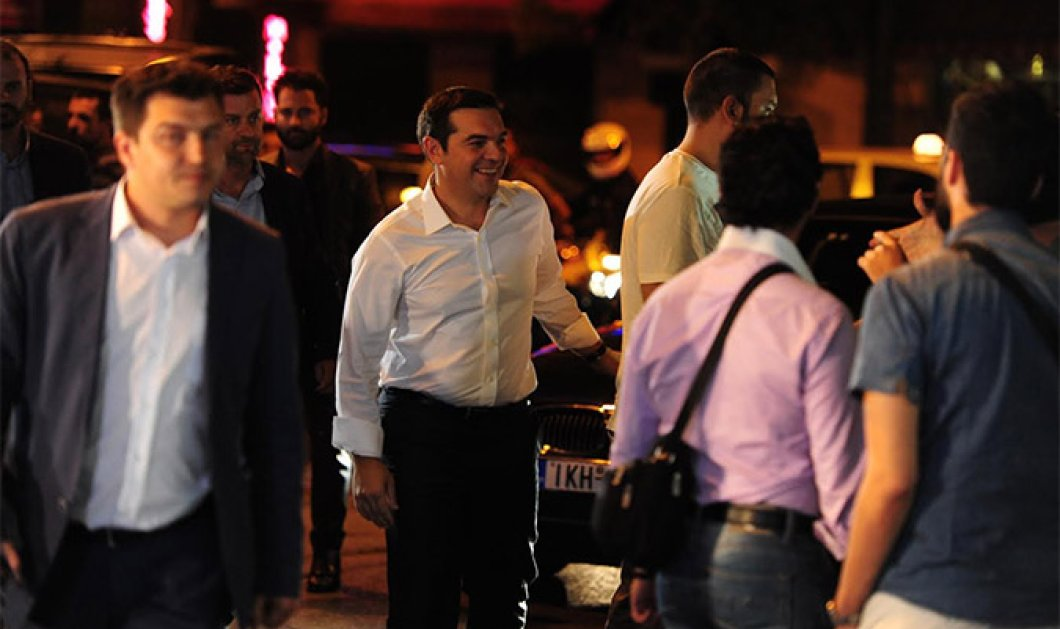 Πανηγυρική υποδοχή Τσίπρα στην Κουμουνδούρου - Μπορεί να φτάσει και το 35% ο ΣΥΡΙΖΑ λέει ο Φαναράς - Κυρίως Φωτογραφία - Gallery - Video