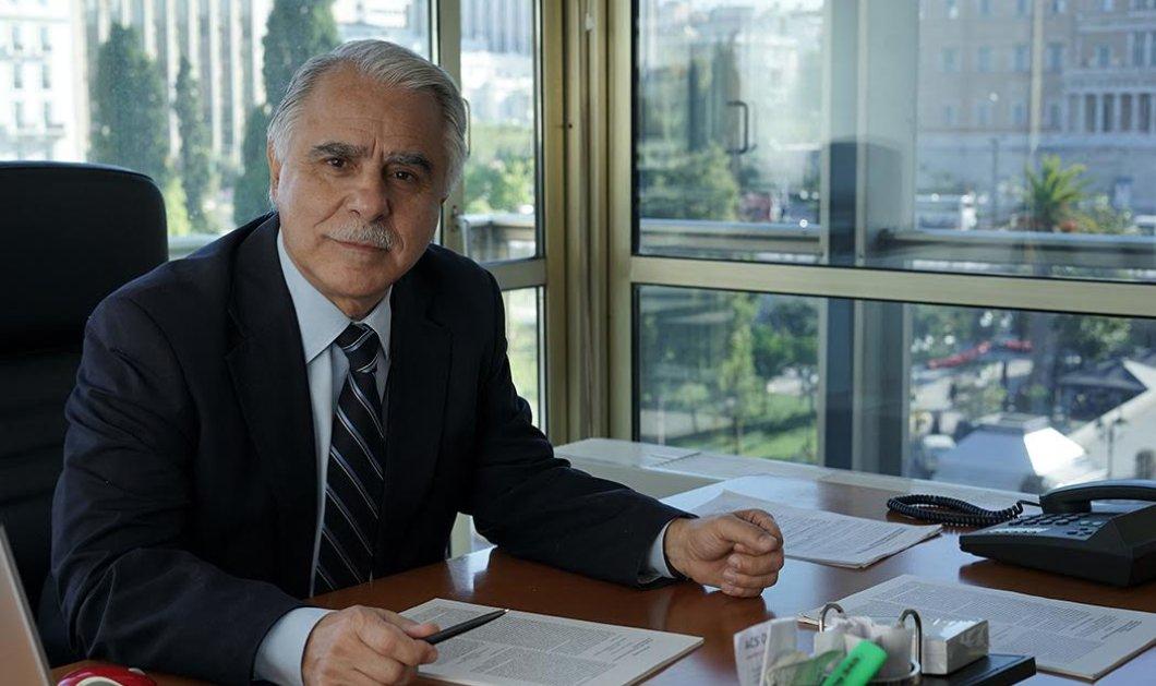 Κι όμως ο Γιάννης Μπαλάφας είχε ξαναβάλει γραβάτα: Ο συμπαθής υφυπουργός με κουστούμι - γραβάτα!   - Κυρίως Φωτογραφία - Gallery - Video