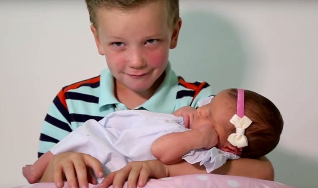 Το βίντεο της ημέρας: 6 μπόμπιρες αγκαλιάζουν & φιλούν για πρώτη φορά τη νεογέννητη αδερφούλα τους - Κυρίως Φωτογραφία - Gallery - Video