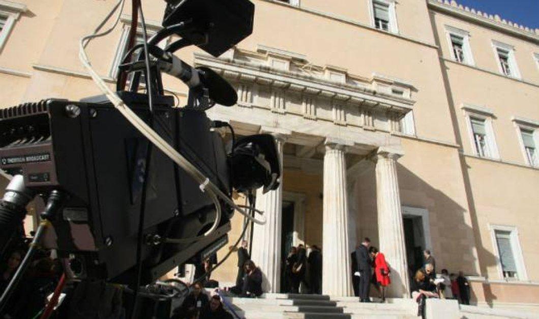 Κανονικά & με το νόμο μπήκαν στο κανάλι της Βουλής οι συμβασιούχοι δημοσιογράφοι   - Κυρίως Φωτογραφία - Gallery - Video