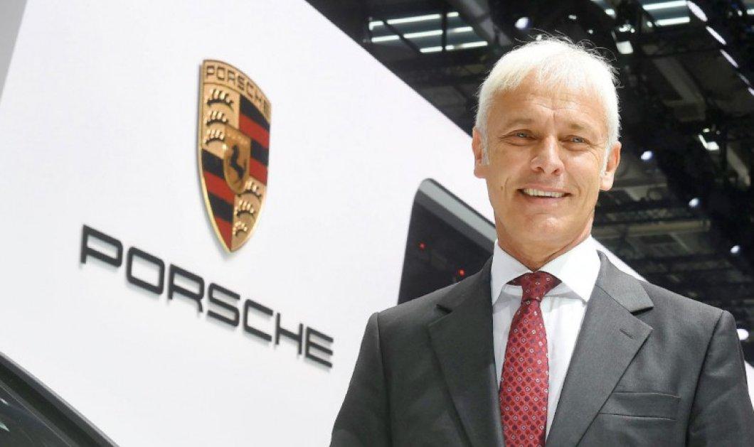 Ο επικεφαλής της Porsche Ματίας Μίλερ στο τιμόνι της Volkswagen   - Κυρίως Φωτογραφία - Gallery - Video