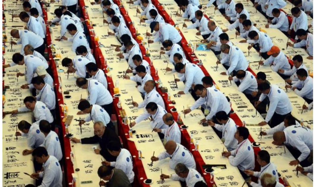 Mαντέψτε τι κάνουν αυτοί οι άνθρωποι; Όλοι άντρες κάτι γράφουν με ωραία γράμματα  - Κυρίως Φωτογραφία - Gallery - Video