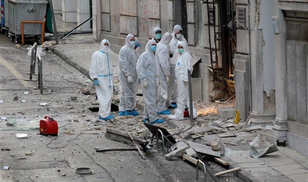 Τρομοκρατικό χτύπημα στον ΣΕΒ- Φώτο - Βομβαρδισμένο τοπίο -Αποκλεισμένο το σημείο από αστυνομικούς - Κυρίως Φωτογραφία - Gallery - Video