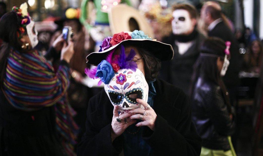 """Οι Αθηναίοι μεταμφιέζονται για τη μεγάλη μεξικανική γιορτή του """"Día de Muertos"""":H """"Μέρα των Νεκρών"""" στου Ψυρρή - Κυρίως Φωτογραφία - Gallery - Video"""