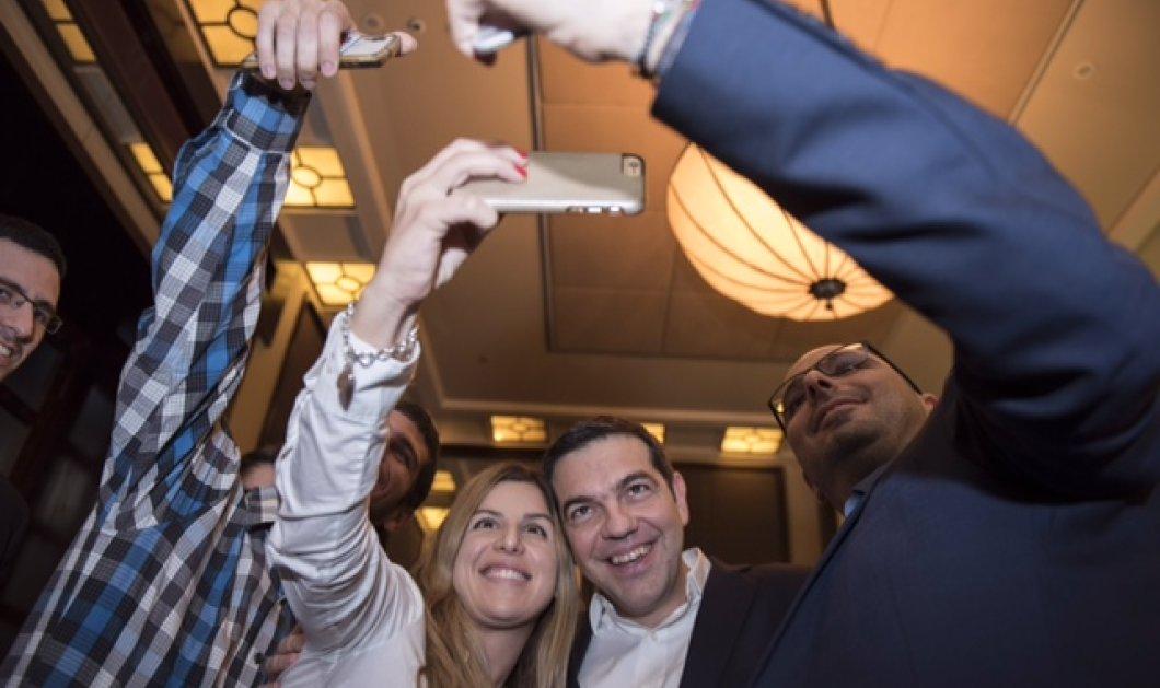 Ισραήλ: Οι selfies με νεαρές θαυμάστριες που έβγαλε ο Τσίπρας - Συναντήθηκε με την Νεολαία και το Εργατικό Κόμμα - Κυρίως Φωτογραφία - Gallery - Video