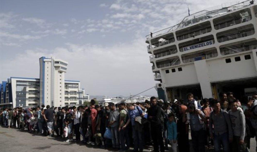 Πάνω από 4000 πρόσφυγες αποβιβάστηκαν το πρωί στο λιμάνι του Πειραιά - Κυρίως Φωτογραφία - Gallery - Video