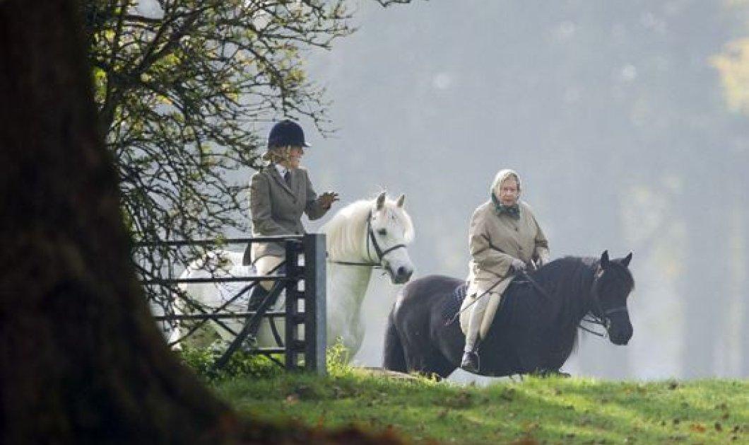 Ατρόμητη η Βασίλισσα Ελισάβετ βγήκε στην εξοχή για ιππασία – Δείτε τι φόρεσε - Κυρίως Φωτογραφία - Gallery - Video