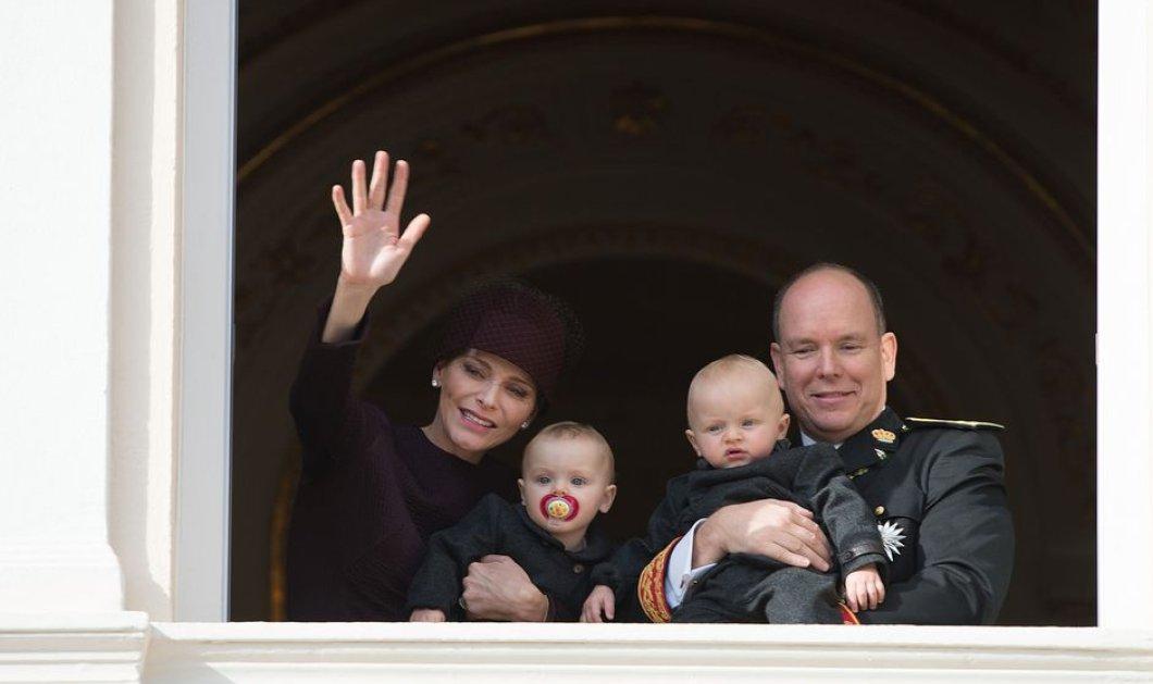 Σε λίγο γίνονται 1 έτους τα πριγκιπόπουλα του Μονακό - Στο μπαλκόνι του παλατιού με την Σαρλήν & τον Αλβέρτο - Κυρίως Φωτογραφία - Gallery - Video