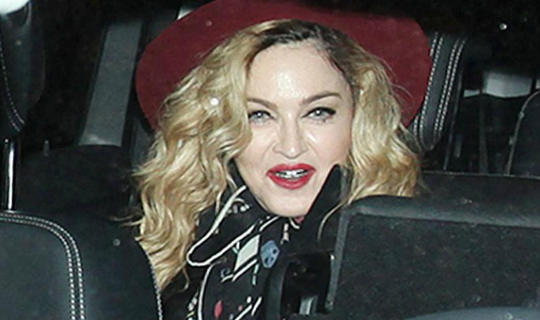 """Η γυναίκα πρόκληση στα 57 της: Δείτε την Μαντόνα με μεταλλική """"μασέλα"""" σε έξοδο με τους γιους της - Κυρίως Φωτογραφία - Gallery - Video"""