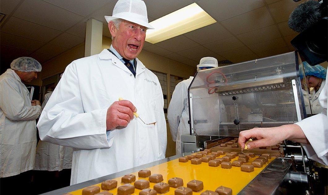 Smile: Αχ πρίγκιπα μου! Ζαχαροπλάστης ο Κάρολος της Αγγλίας - Φτιάχνει σοκολατάκια για τα Χριστούγεννα   - Κυρίως Φωτογραφία - Gallery - Video