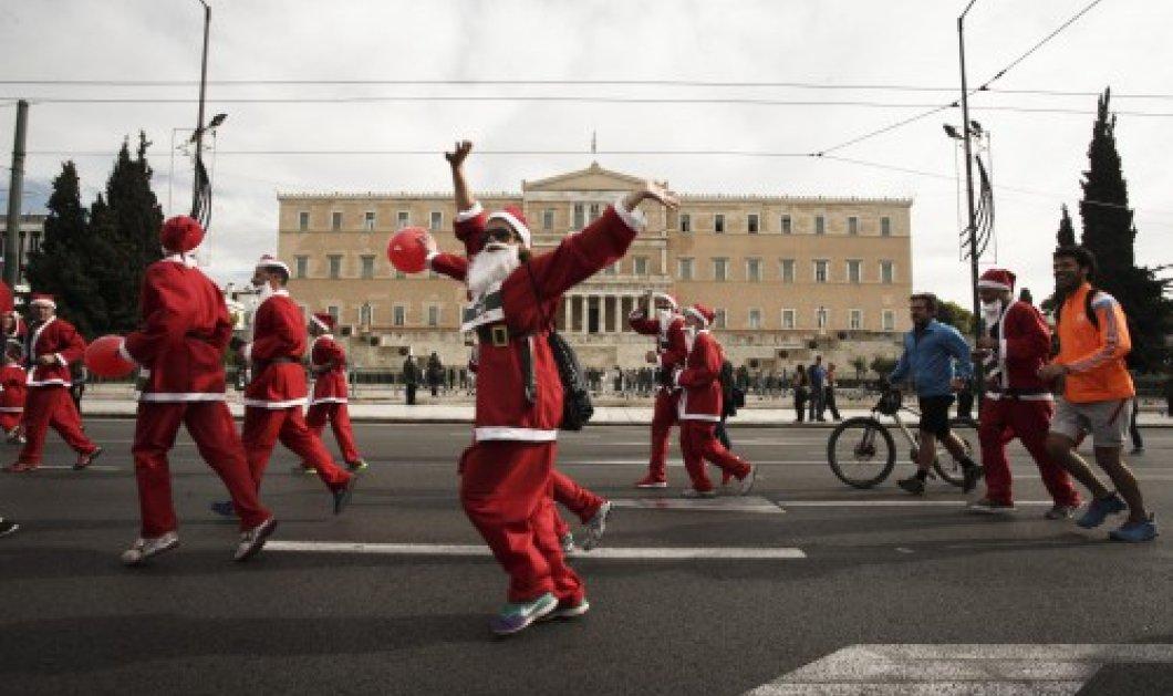 Αϊ Βασίληδες - δρομείς κατακλύζουν το κέντρο της Αθήνας στο 2ο φιλανθρωπικό Santa Run - Κυρίως Φωτογραφία - Gallery - Video