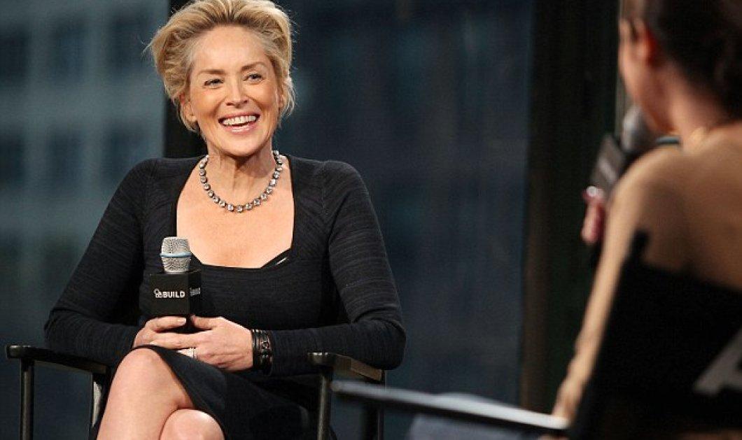 57 & δεν τρέχει τίποτε: Η Σάρον Στόουν με γόβες - λεοπάρ, black dress σταύρωσε τα πόδια & να το βασικό ένστικτο - Κυρίως Φωτογραφία - Gallery - Video