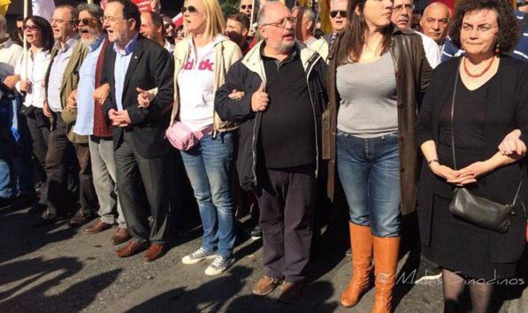 Η Ζωή με αθλητικό look και στενό τζιν στην πορεία κατά της λιτότητας: Αγκαζέ με Ραχήλ & Π. Λαφαζάνη - Κυρίως Φωτογραφία - Gallery - Video