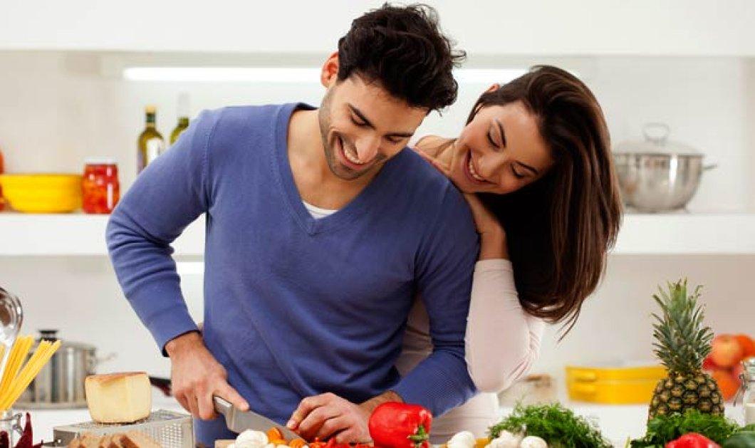 Νέα έρευνα υποστηρίζει πως οι άνδρες το παρακάνουν με το φαγητό για να εντυπωσιάσουν τις γυναίκες - Κυρίως Φωτογραφία - Gallery - Video