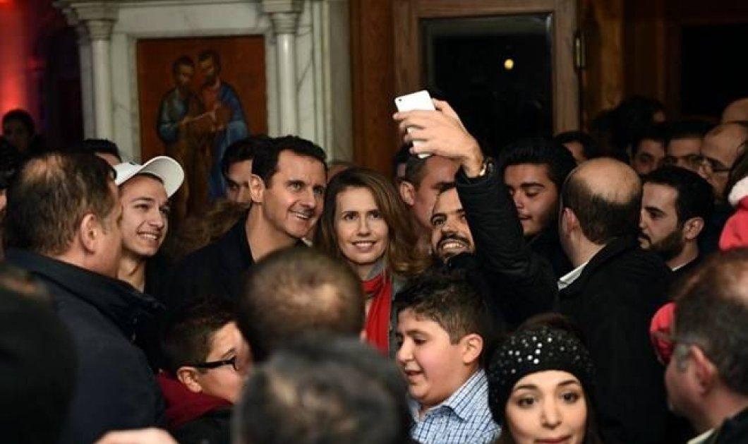 Ο ηγέτης της Συρίας Άσαντ βγάζει selfies (!) με την όμορφη σύζυγο του σε εκκλησία της Δαμασκού - Χαμόγελα & όλα... καλά  - Κυρίως Φωτογραφία - Gallery - Video