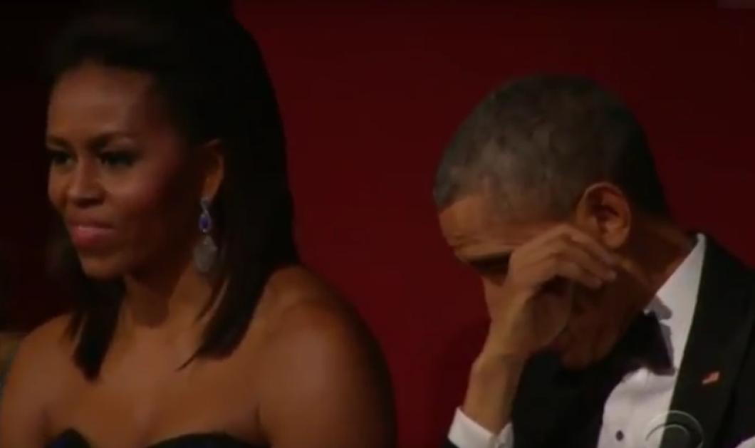"""Δάκρυσε ο Ομπάμα - Βίντεο: Ο Πρόεδρος των ΗΠΑ υποκλίθηκε μπροστά στη """"Βασίλισσα της Σόουλ"""" - Κυρίως Φωτογραφία - Gallery - Video"""