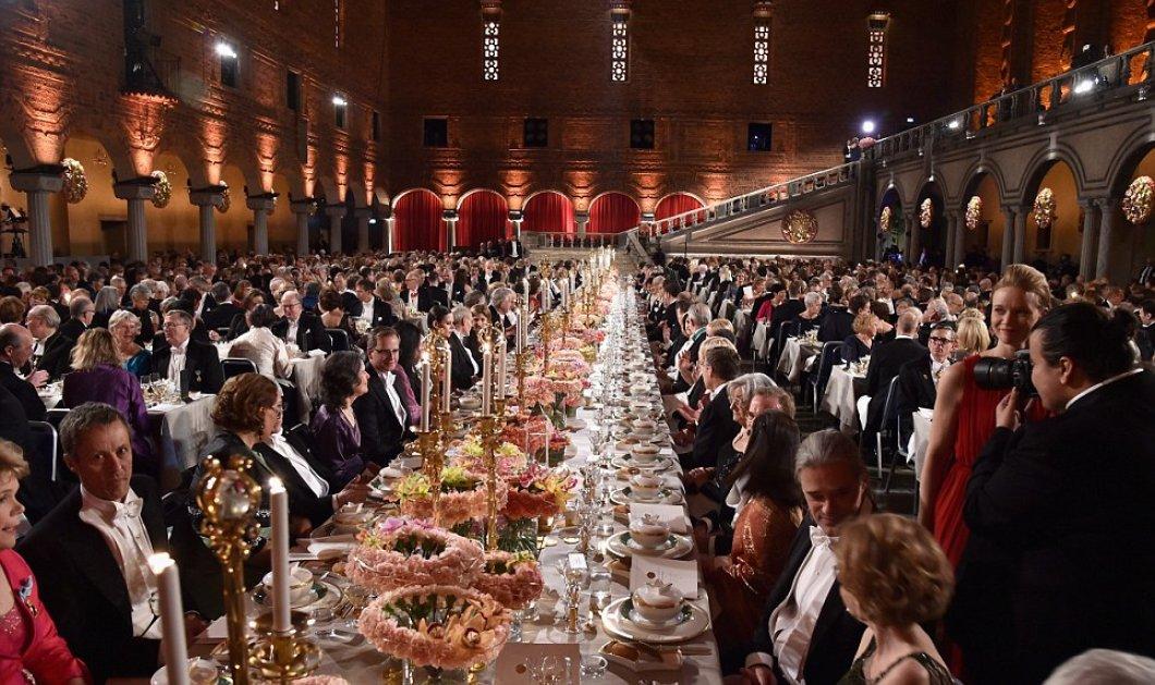 To πιo λαμπερό δείπνο της χρονιάς: Βασίλισσες και οι πριγκίπισσες της Σουηδίας δεξιώθηκαν τους νομπελίστες του 2015 - Κυρίως Φωτογραφία - Gallery - Video