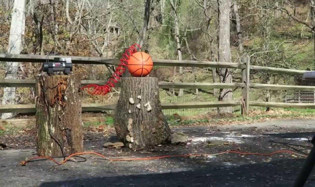 Μοναδικό βίντεο: Να τι γίνεται όταν φουσκώσεις πολύ μια μπάλα του μπάσκετ - Κυρίως Φωτογραφία - Gallery - Video