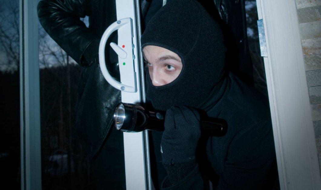 """Nύχτα τρόμου για ιδιοκτήτη ιδιωτικών σχολείων & την οικογένεια του: Διαρρήκτες """"σήκωσαν"""" το σπίτι του! Τι έκανε ο ίδιος - Κυρίως Φωτογραφία - Gallery - Video"""