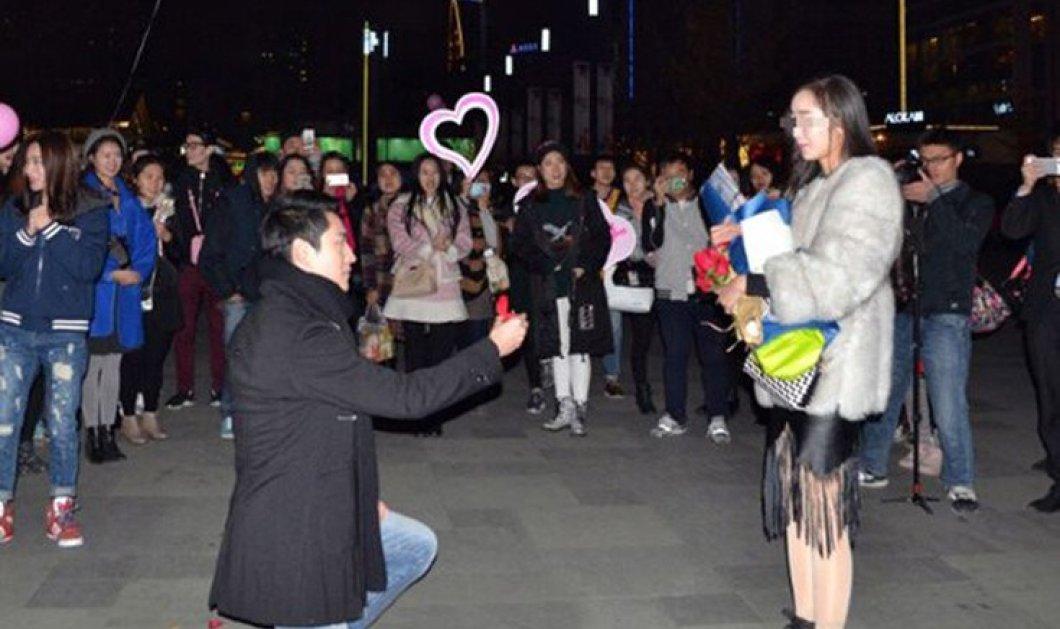 Της έκανε πρόταση γάμου & αυτή αρνήθηκε στη μέση του δρόμου γιατί το διαμάντι ήταν μικρό! - Κυρίως Φωτογραφία - Gallery - Video