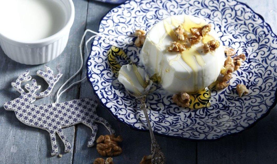 Γλυκός πειρασμός δια χειρός Άκη Πετρετζίκη - Δοκιμάστε λαχταριστή πανακότα γιαούρτι με μέλι και καρύδια - Κυρίως Φωτογραφία - Gallery - Video