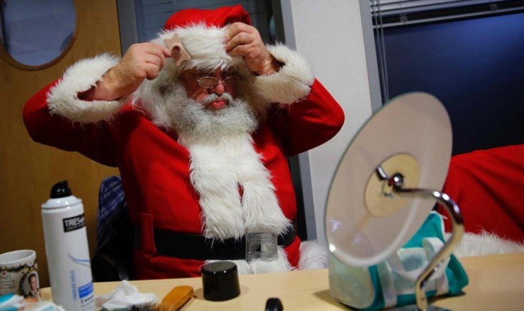 Ο πρώην δάσκαλος που φορά την στολή του Άι Βασίλη και μοιράζει δώρα στα παιδιά κάθε Χριστούγεννα  - Κυρίως Φωτογραφία - Gallery - Video