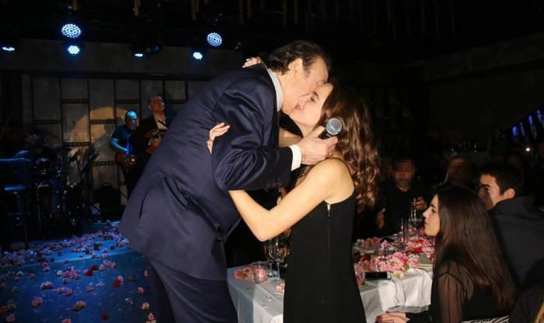 Στην πρεμιέρα του Τόλη Βοσκόπουλου τα φλας άστραψαν για την πραγματικά καλλονή κόρη του - Η Άντζελα σικ Θεά! - Κυρίως Φωτογραφία - Gallery - Video