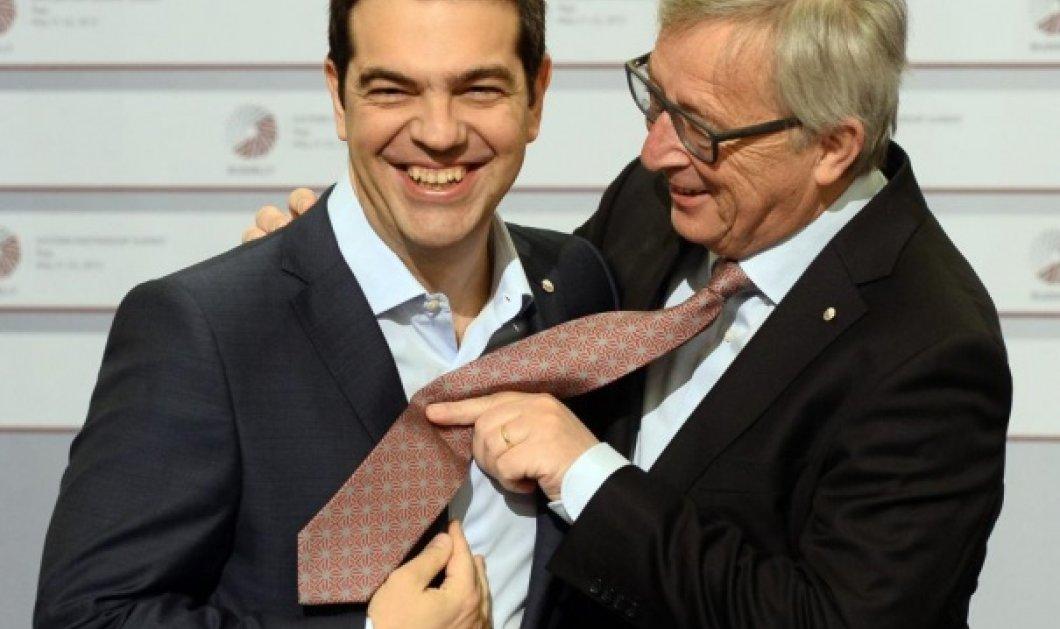 Του χρόνου θα βάλεις γραβάτα είπε ο Προκόπης Παυλόπουλος στον Αλέξη Τσίπρα - Κυρίως Φωτογραφία - Gallery - Video