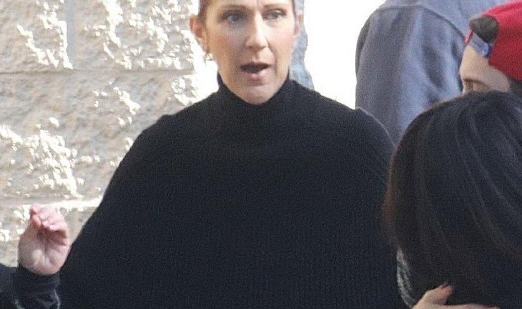Χήρα ντυμένη κατάμαυρα η Σελίν Ντιόν στην πρώτη της εμφάνιση μετά την διπλή τραγωδία- Έχασε σύζυγο και αδερφό σε 3 μέρες   - Κυρίως Φωτογραφία - Gallery - Video