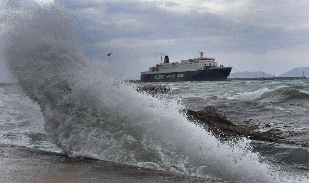 Σαρώνουν οι ισχυροί άνεμοι των 9 μποφόρ - Απαγορευτικό απόπλου από τα λιμάνια Πειραιά, Ραφήνας και Λαυρίου - Κυρίως Φωτογραφία - Gallery - Video
