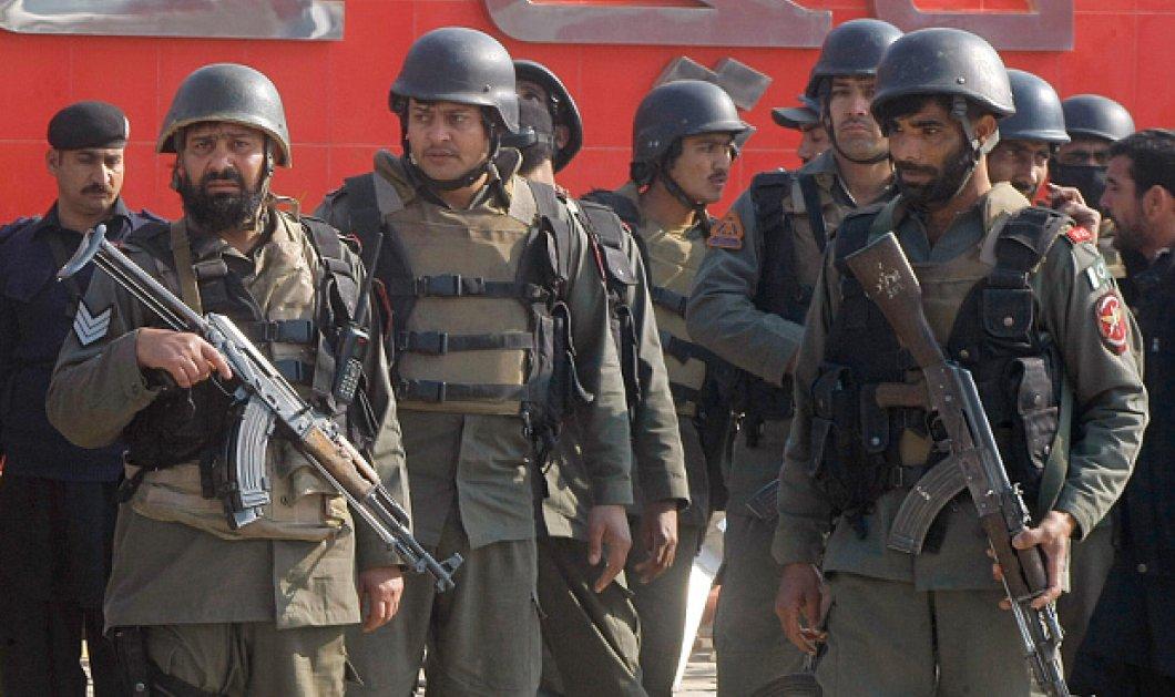 Μακελειό σε πανεπιστήμιο του Πακιστάν με 30 νεκρούς: Εισβολή ενόπλων & εκρήξεις - Σε εξέλιξη η επιχείρηση  - Κυρίως Φωτογραφία - Gallery - Video