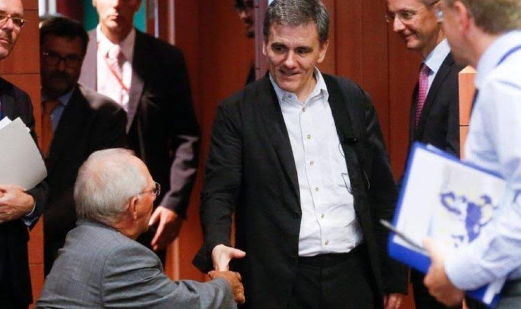 Σόιμπλε σε Τσακαλώτο στο Eurogroup: «Κάντε ό,τι πρέπει και θα βρούμε την άκρη» - Κυρίως Φωτογραφία - Gallery - Video