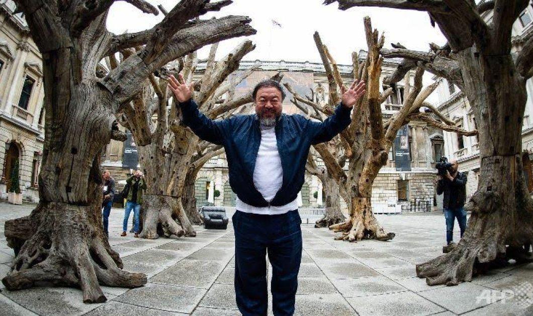 Ο διασημότερος γλύπτης του κόσμου Αϊ Γουέι Γουέι στην Μυτιλήνη: Εκθειάζει τους Ελληνες για το πώς υποδέχονται τους πρόσφυγες- στέλνει παγκόσμιο μήνυμα για την τραγική καταστάση & ετοιμάζει έργο - αφιέρωμα  - Κυρίως Φωτογραφία - Gallery - Video