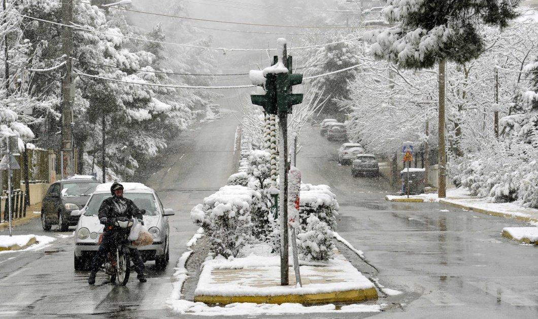 Χιόνια στην Αττική με αλυσίδες στην Πάρνηθα - Διακόπηκε η κυκλοφορία στη Πεντέλης - Νέας Μάκρης - Κυρίως Φωτογραφία - Gallery - Video